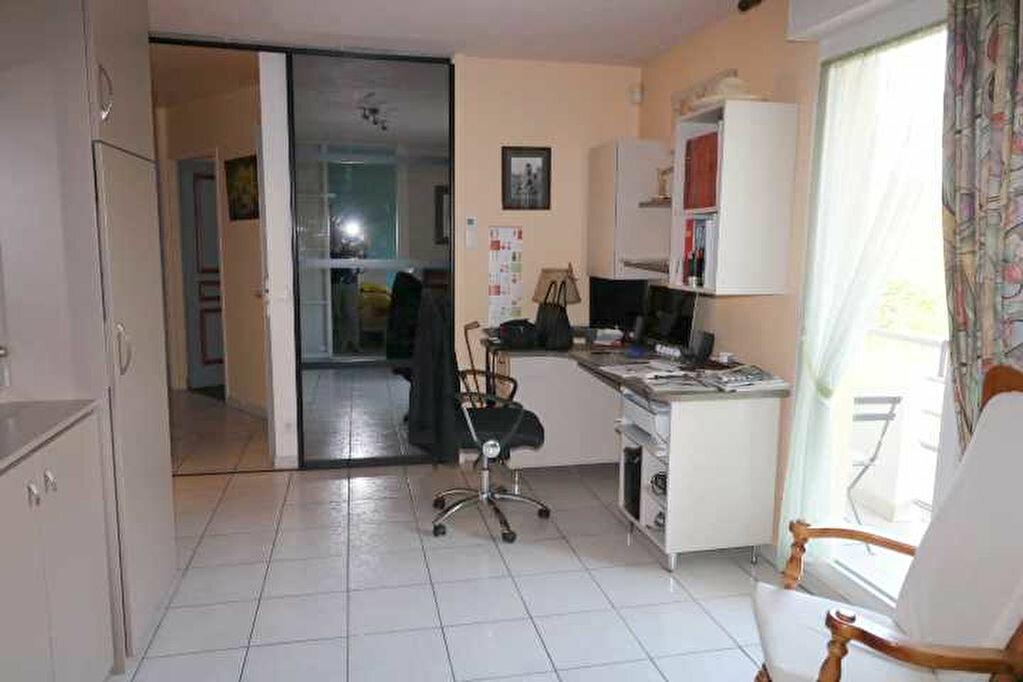 Achat Appartement 4 pièces à Marseille 8 - vignette-6