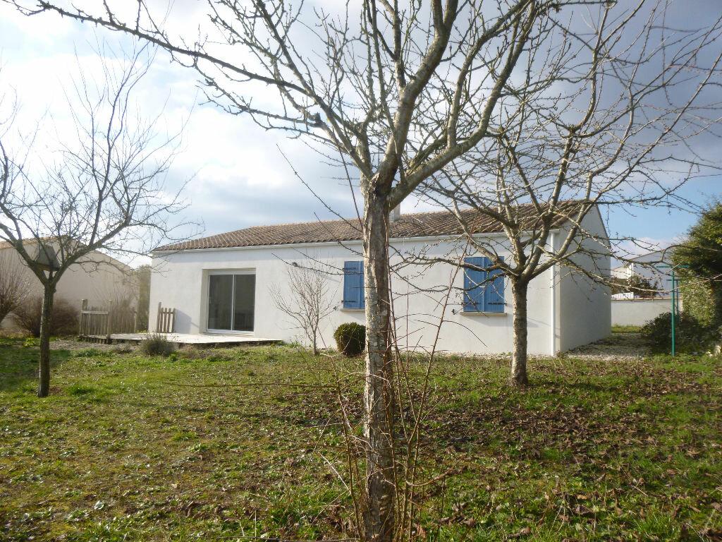 Achat Maison 4 pièces à Saint-Romain-de-Benet - vignette-1