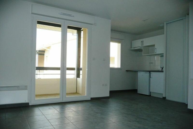 Location Appartement 3 pièces à Daux - vignette-1
