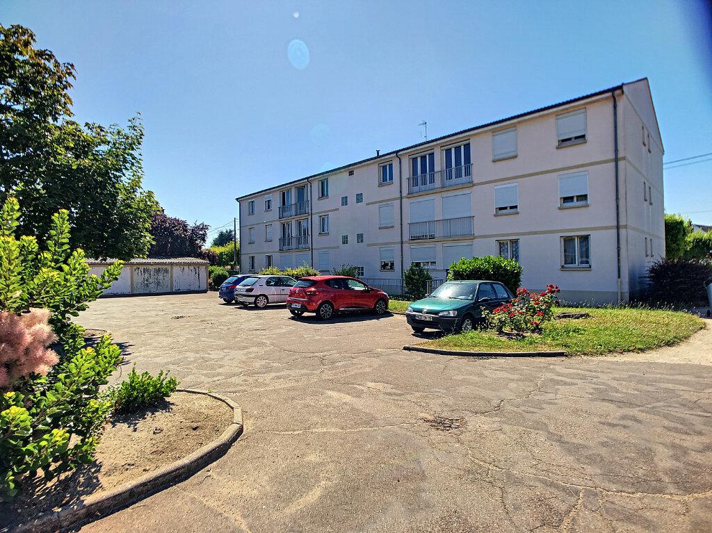 Location Appartement 1 pièce à Fleury-les-Aubrais - vignette-1
