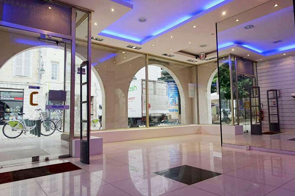 Location Local commercial  à Orléans - vignette-1