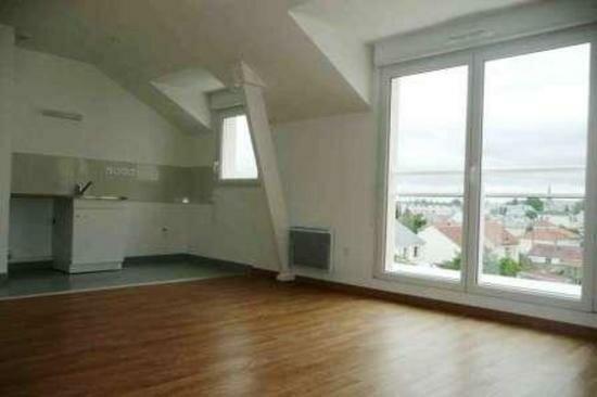 Location Appartement 3 pièces à Fleury-les-Aubrais - vignette-1