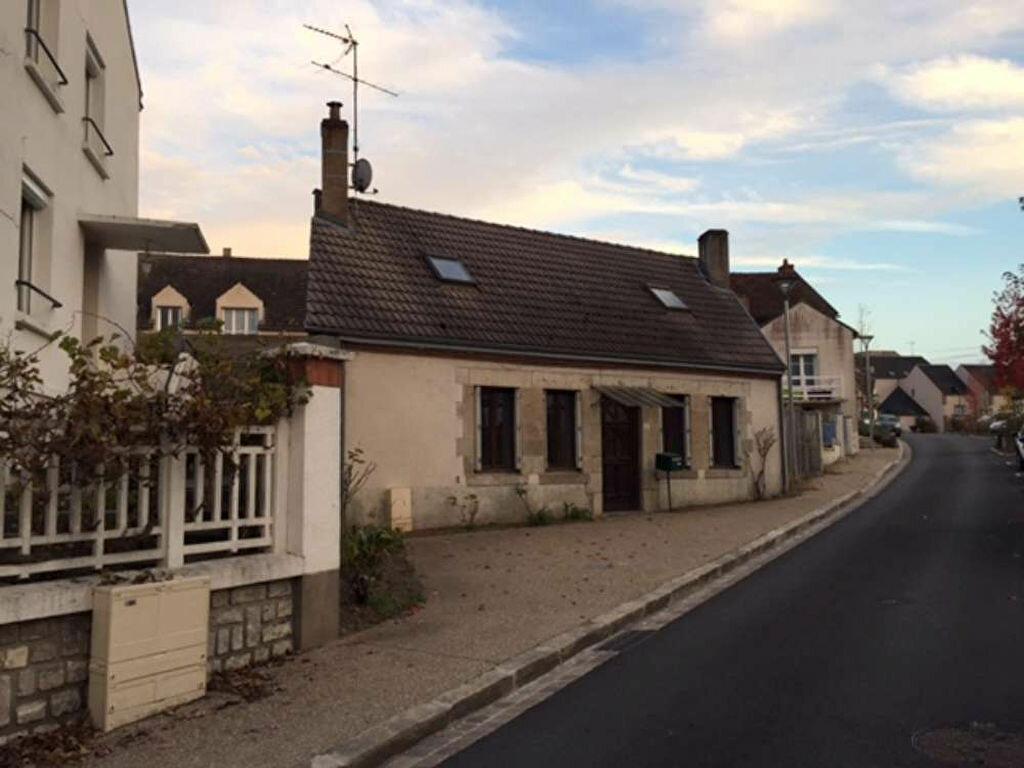 Location Maison 6 pièces à Saint-Denis-de-l'Hôtel - vignette-1