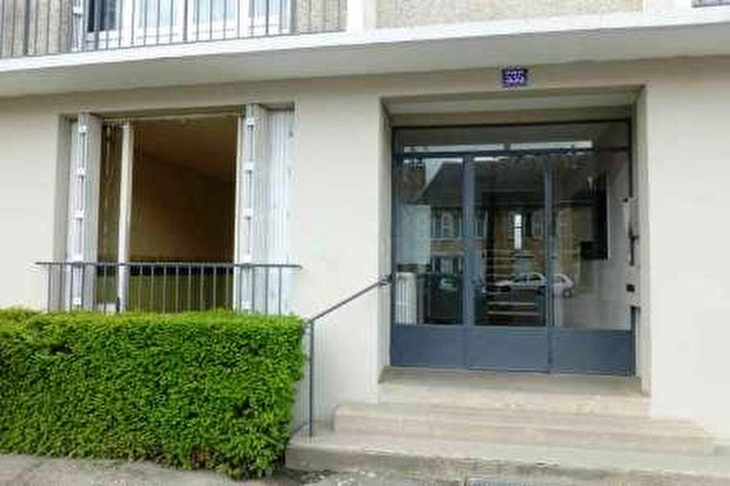 Achat Appartement 1 pièce à Fleury-les-Aubrais - vignette-1