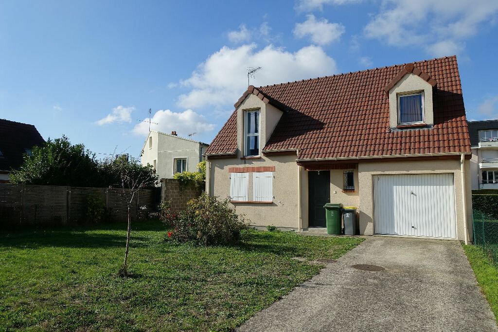 Location Maison 4 pièces à Saint-Jean-de-la-Ruelle - vignette-1