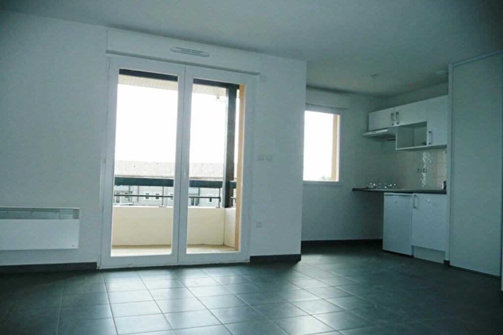 Location Appartement 3 pièces à Daux - vignette-2