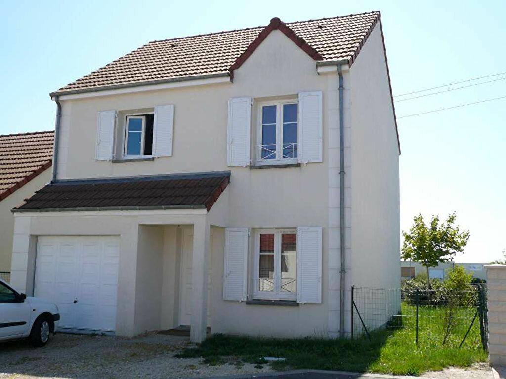 Location Maison 5 pièces à Saint-Jean-de-la-Ruelle - vignette-1