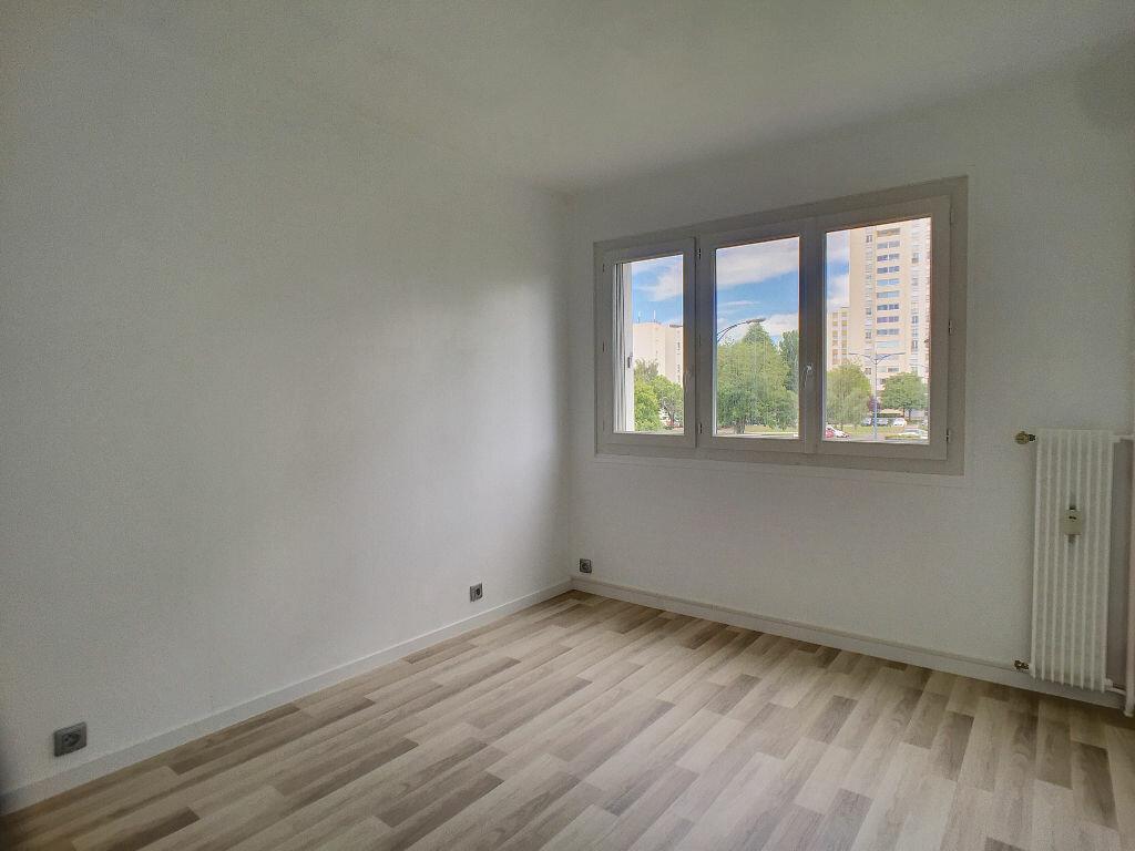 Achat Appartement 4 pièces à Fleury-les-Aubrais - vignette-5