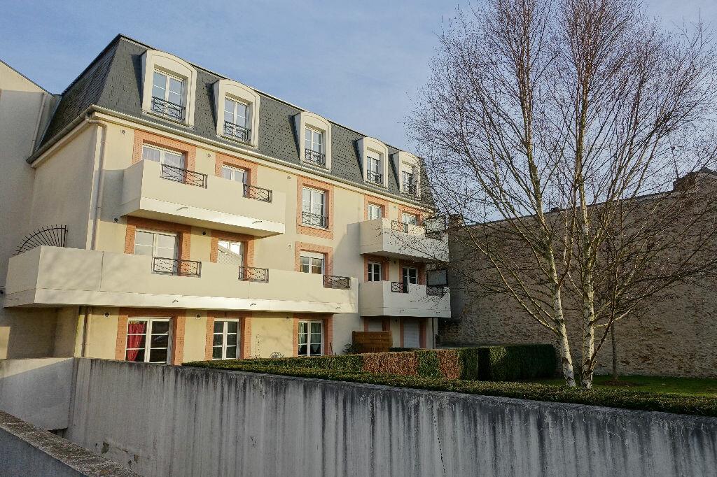 Location Appartement 3 pièces à Corbeil-Essonnes - vignette-1