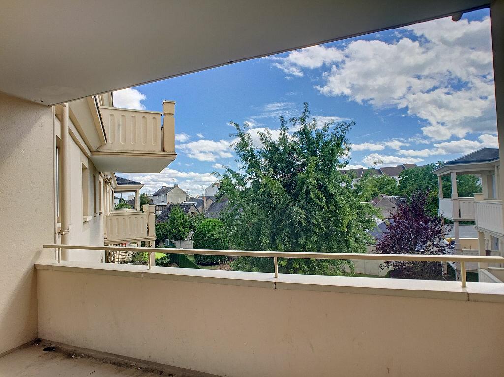 Location Appartement 5 pièces à Fleury-les-Aubrais - vignette-2