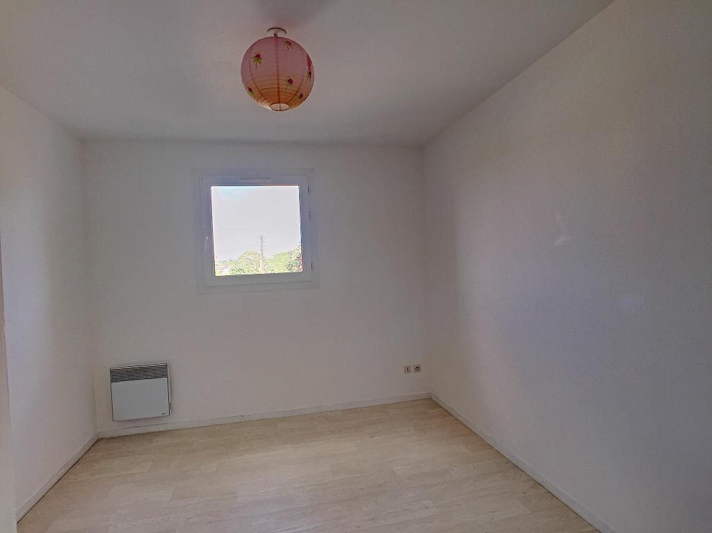 Location Appartement 5 pièces à Fleury-les-Aubrais - vignette-6