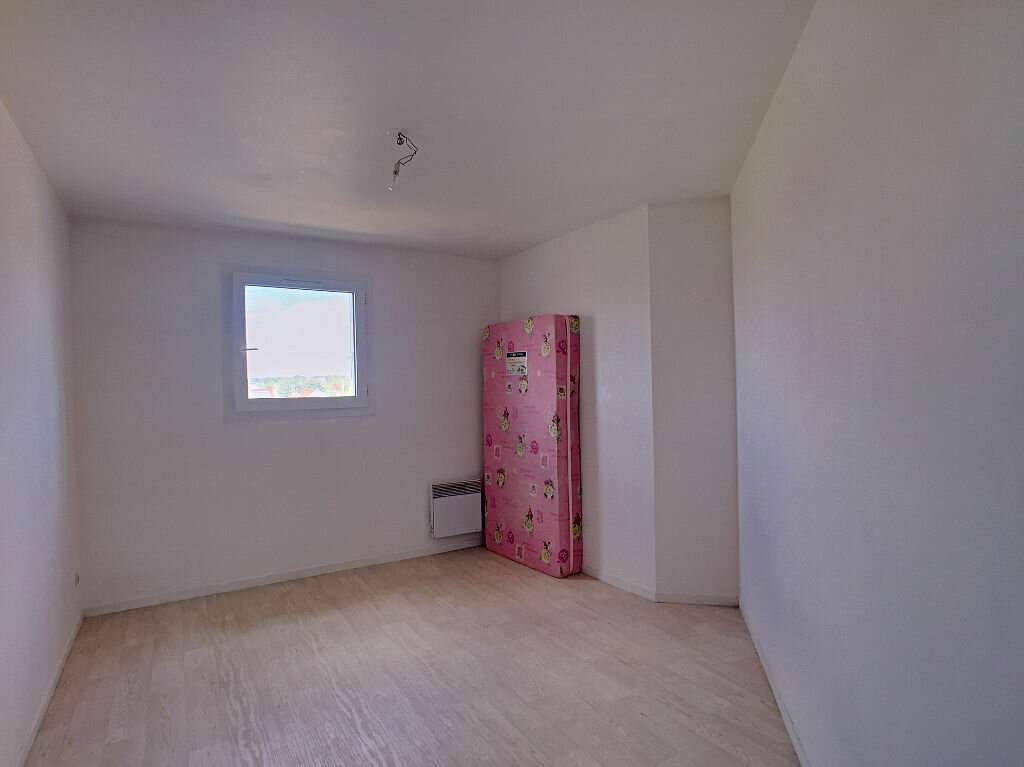Location Appartement 5 pièces à Fleury-les-Aubrais - vignette-7