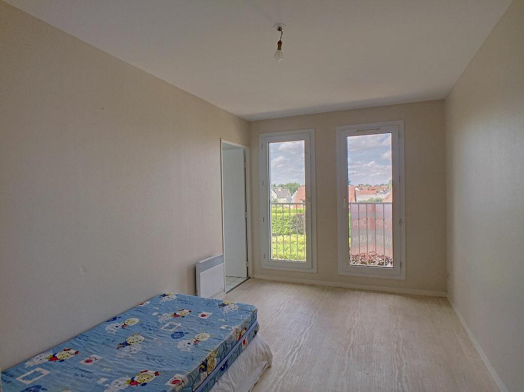 Location Appartement 5 pièces à Fleury-les-Aubrais - vignette-8