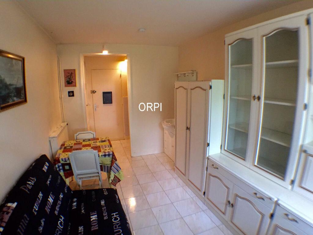 Location Appartement 1 pièce à Garches - vignette-1