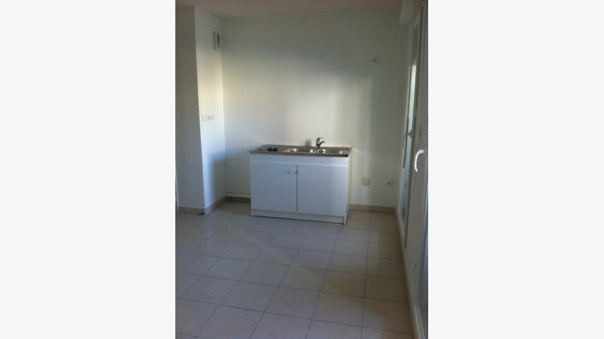 Location Appartement 2 pièces à La Seyne-sur-Mer - vignette-2