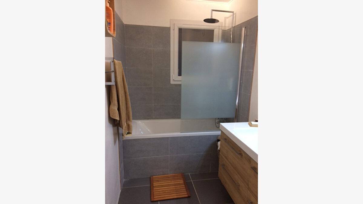 Location Appartement 3 pièces à La Seyne-sur-Mer - vignette-6