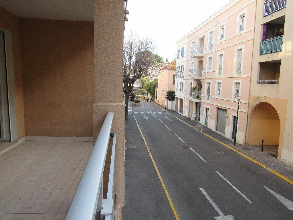 Achat Appartement 3 pièces à Sanary-sur-Mer - vignette-3