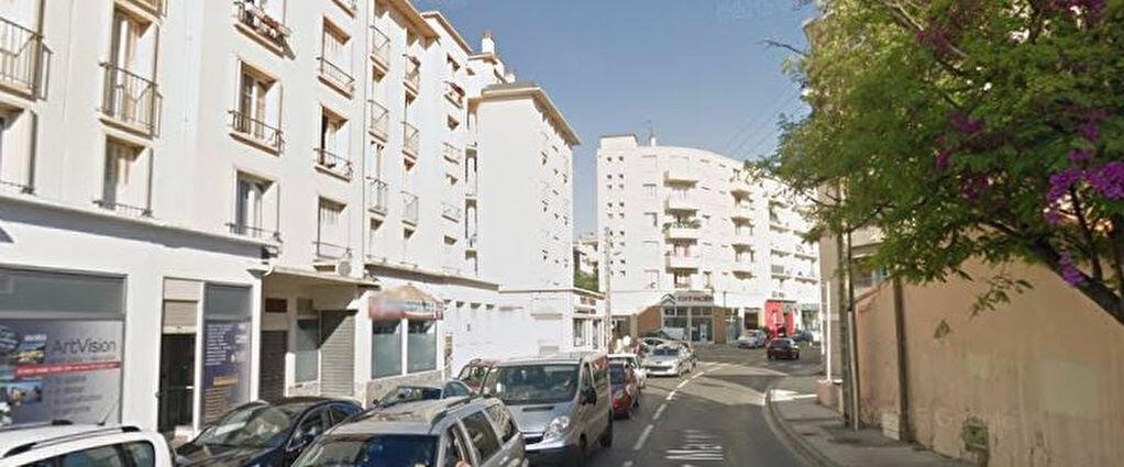 Location Local d'activité  à La Seyne-sur-Mer - vignette-3