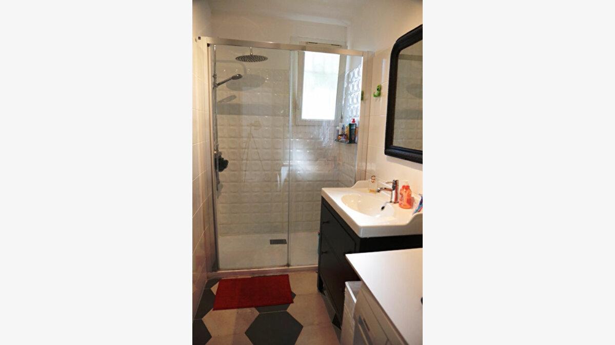 Achat Appartement 3 pièces à Sanary-sur-Mer - vignette-6