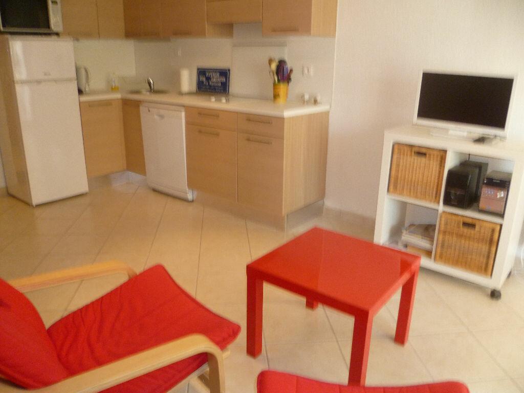 Achat Appartement 1 pièce à Saint-Mandrier-sur-Mer - vignette-5