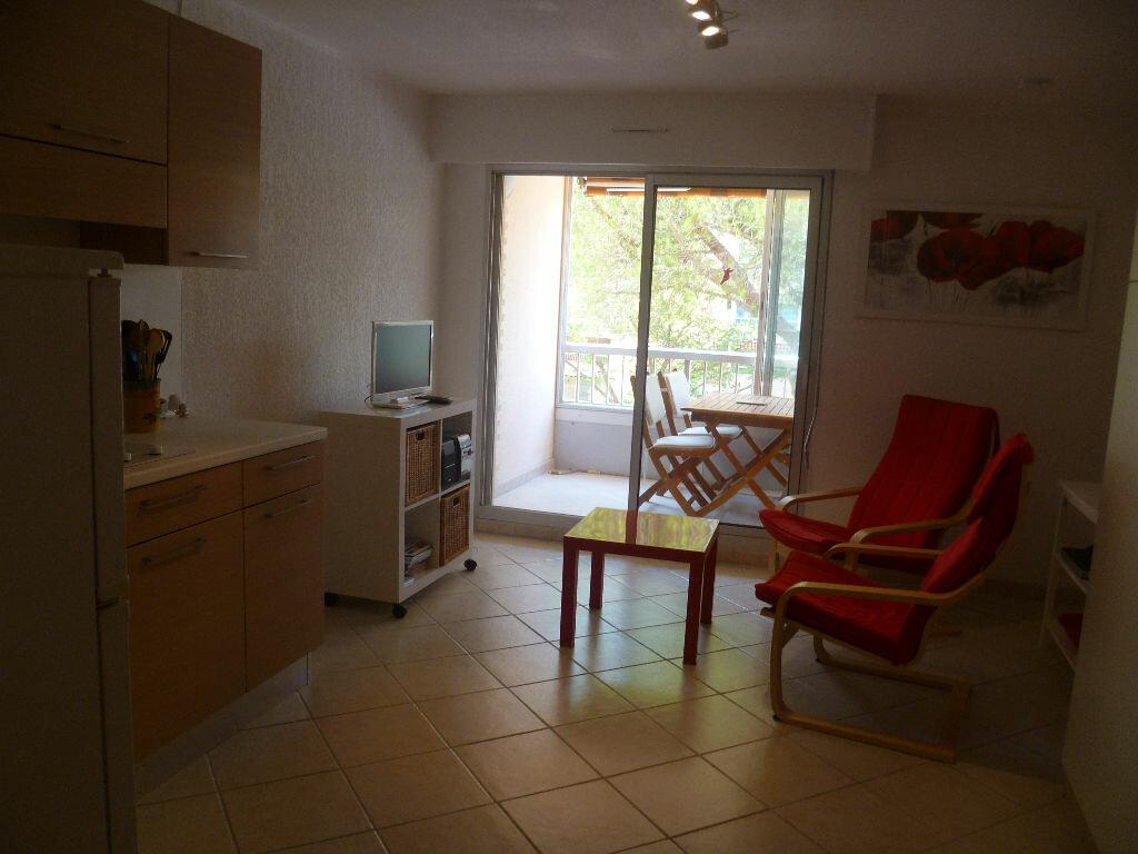 Achat Appartement 1 pièce à Saint-Mandrier-sur-Mer - vignette-7