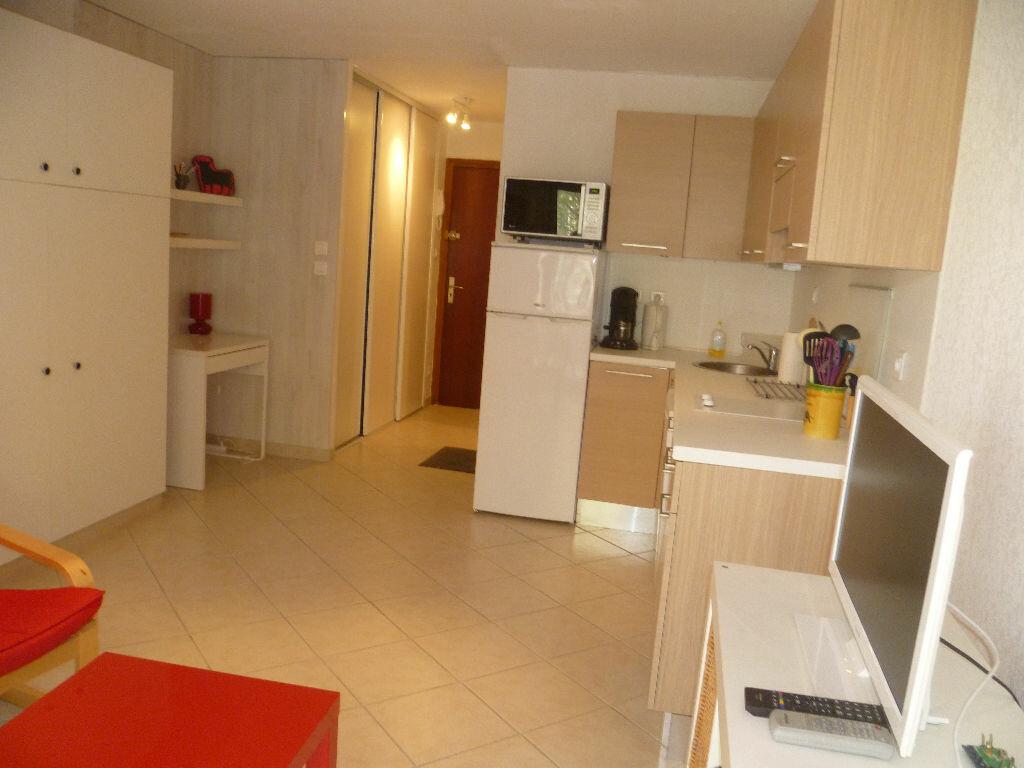 Achat Appartement 1 pièce à Saint-Mandrier-sur-Mer - vignette-11