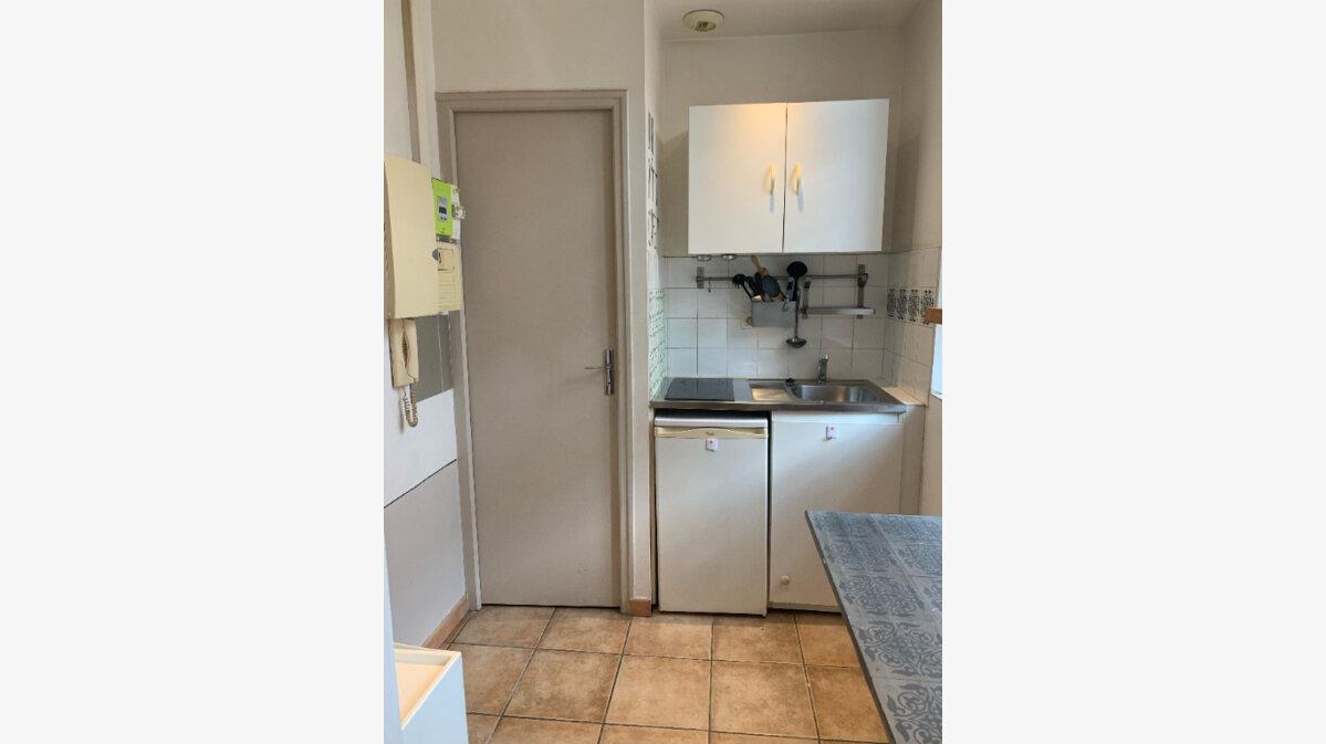 Location Appartement 1 pièce à La Seyne-sur-Mer - vignette-3