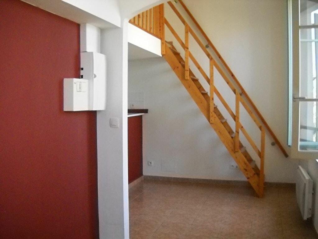 Location Appartement 1 pièce à La Seyne-sur-Mer - vignette-1