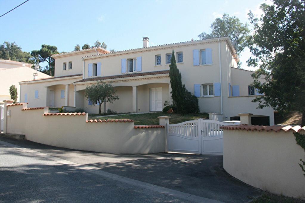 Achat Maison 12 pièces à Meschers-sur-Gironde - vignette-1