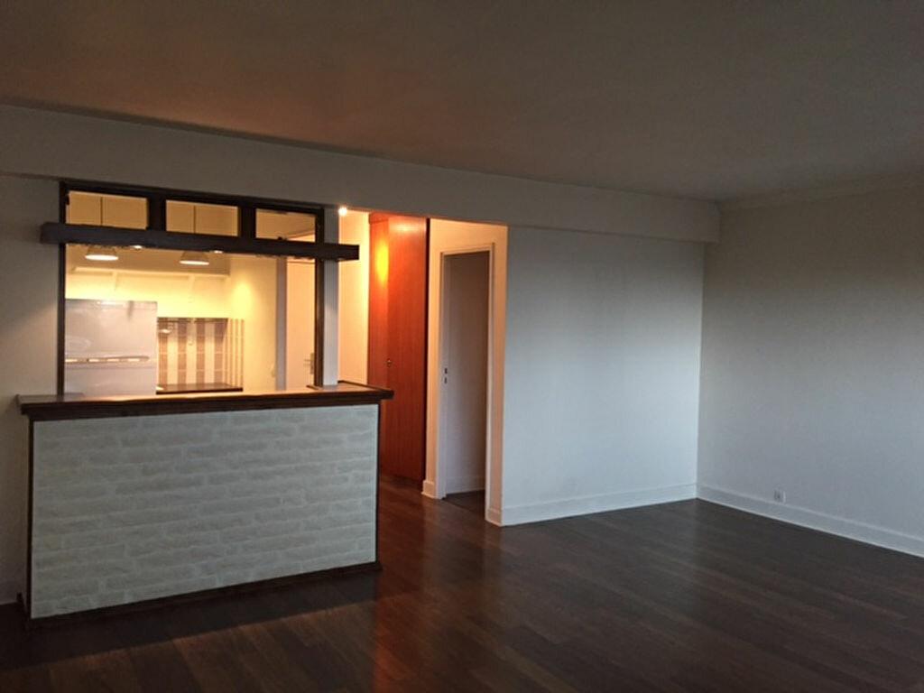 Location Appartement 2 pièces à Courbevoie - vignette-1