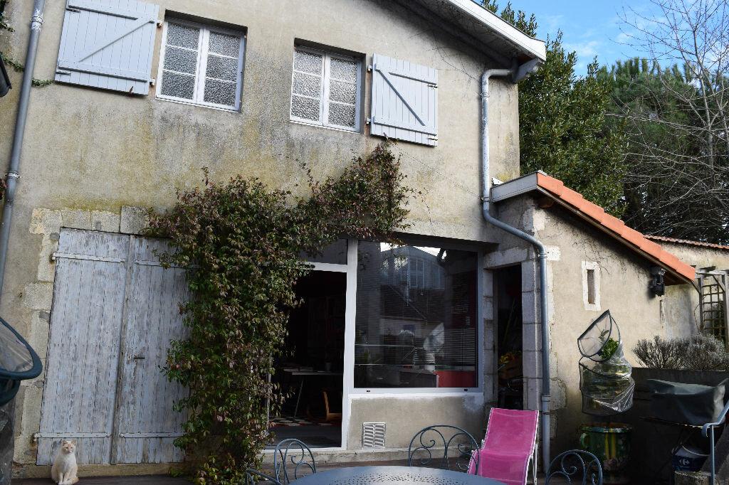Achat Maison 10 pièces à Saint-Sever - vignette-8