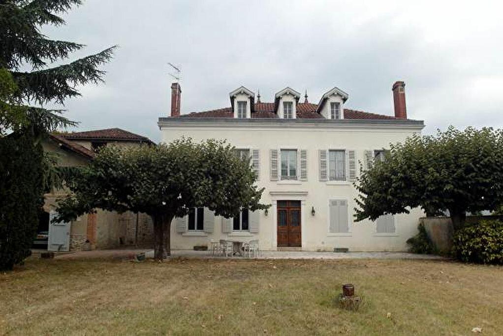 Achat Maison 9 pièces à Saint-Sever - vignette-1