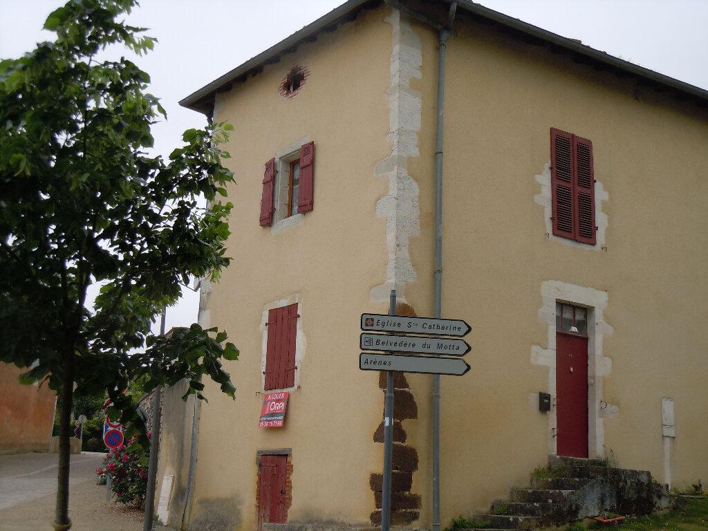 Location Maison 4 pièces à Montaut - vignette-1