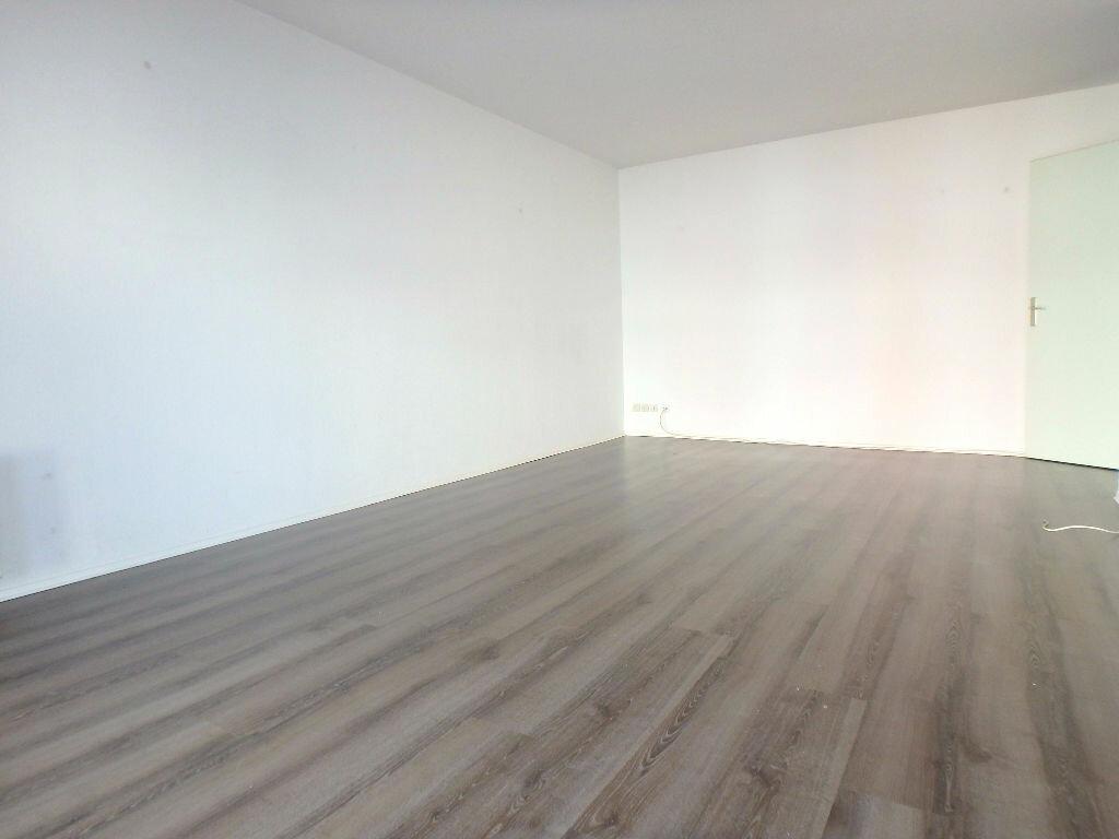 Achat Appartement 4 pièces à Montigny-lès-Metz - vignette-4