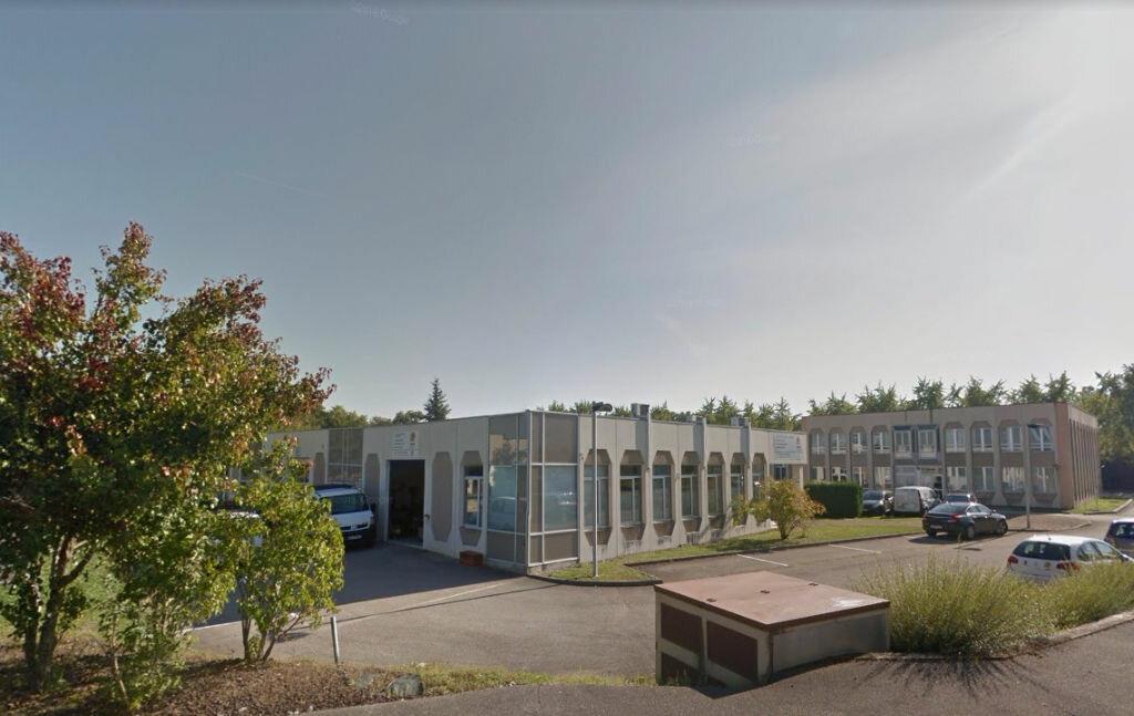 Location Local commercial  à Saint-Genis-Pouilly - vignette-1