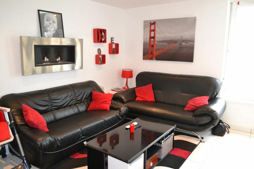 Achat Appartement 3 pièces à Sainte-Marie-aux-Chênes - vignette-1