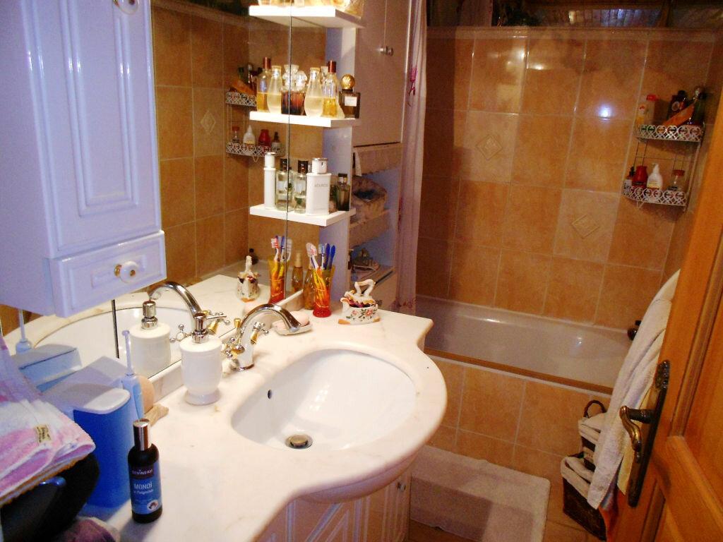 Achat Appartement 4 pièces à Saint-Laurent-du-Var - vignette-4