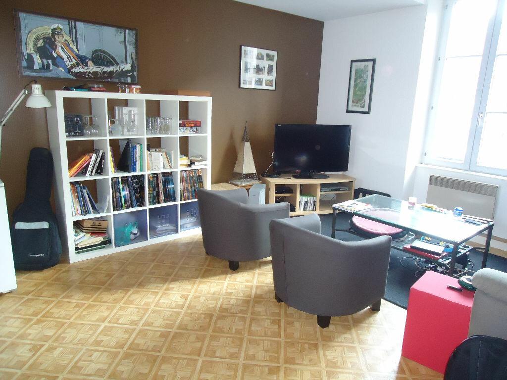 Achat Appartement 3 pièces à Fougères - vignette-1