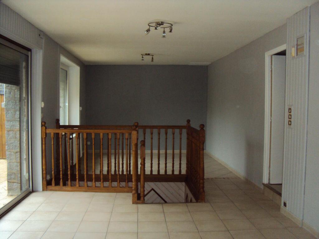 Location Maison 4 pièces à Dompierre-du-Chemin - vignette-4