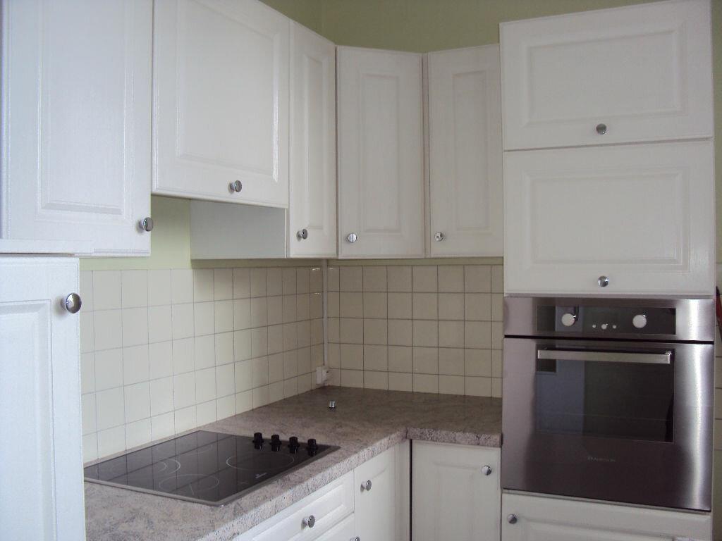 Location Appartement 2 pièces à Fougères - vignette-2