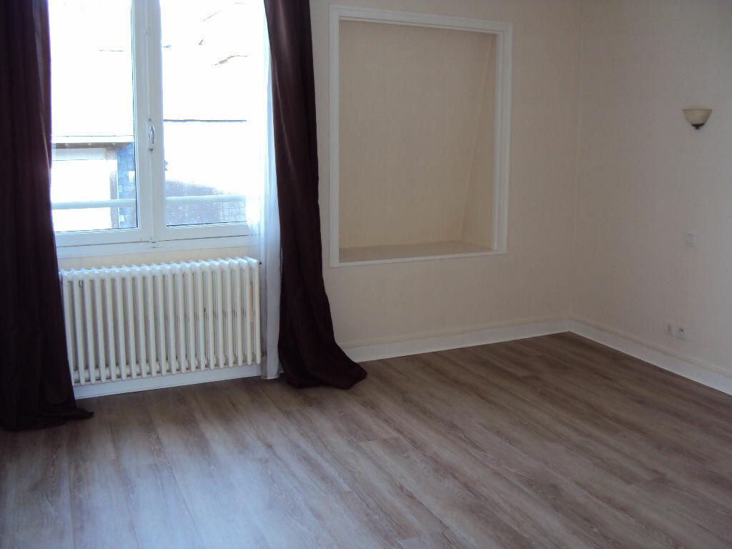Location Appartement 2 pièces à Fougères - vignette-3