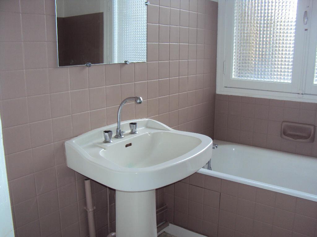 Location Appartement 2 pièces à Fougères - vignette-4