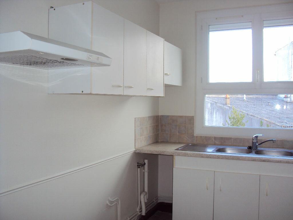 Location Appartement 3 pièces à Fougères - vignette-1