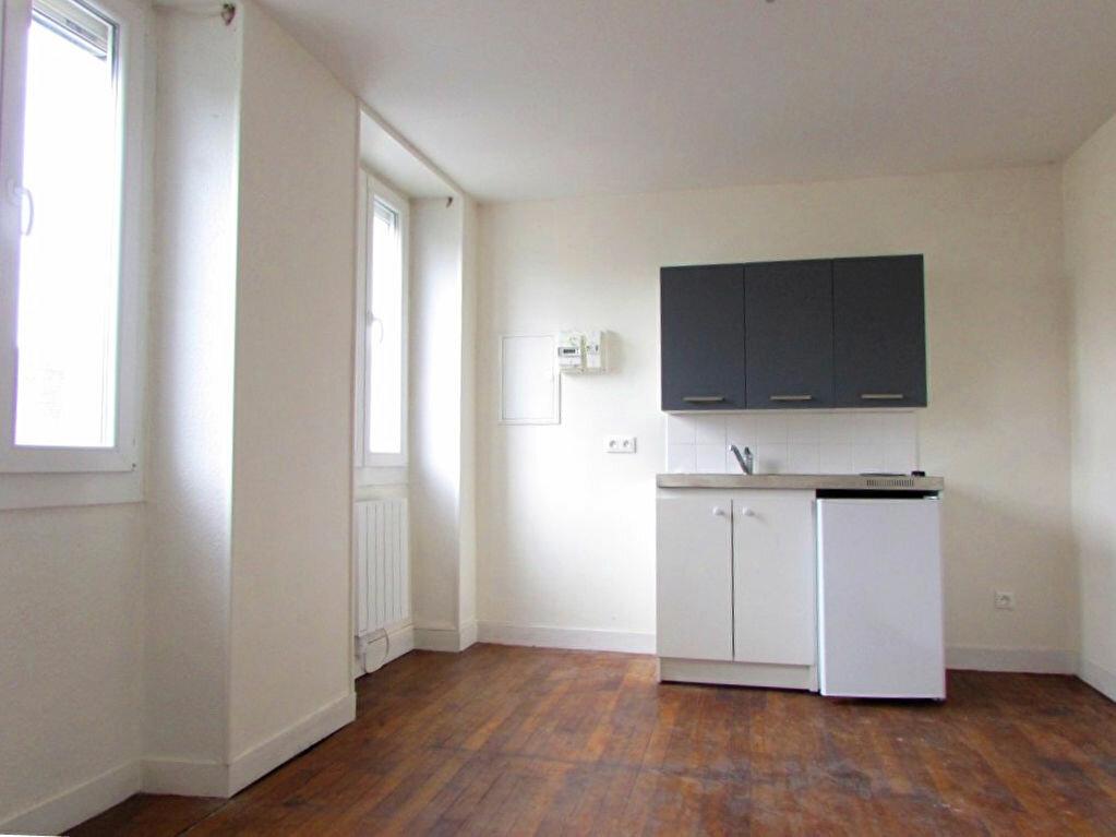 Location Appartement 2 pièces à Le Lardin-Saint-Lazare - vignette-1
