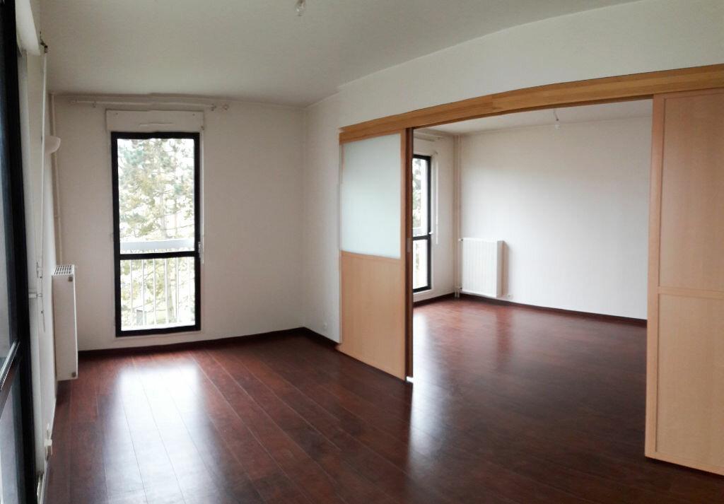 Location Appartement 1 pièce à Les Ulis - vignette-1