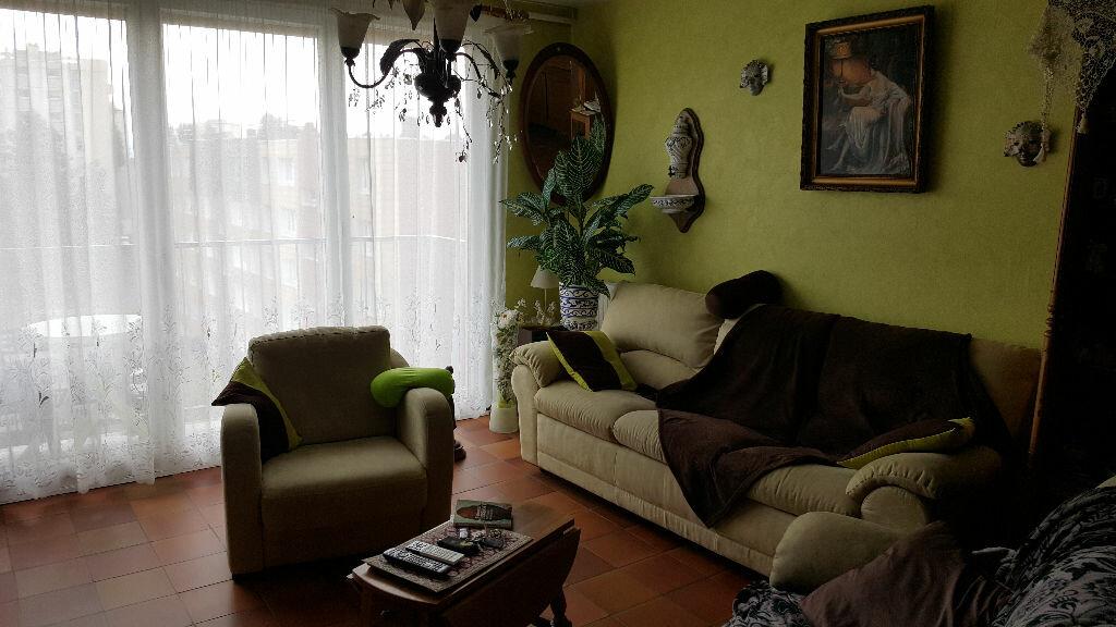 Achat Appartement 4 pièces à Bihorel - vignette-1