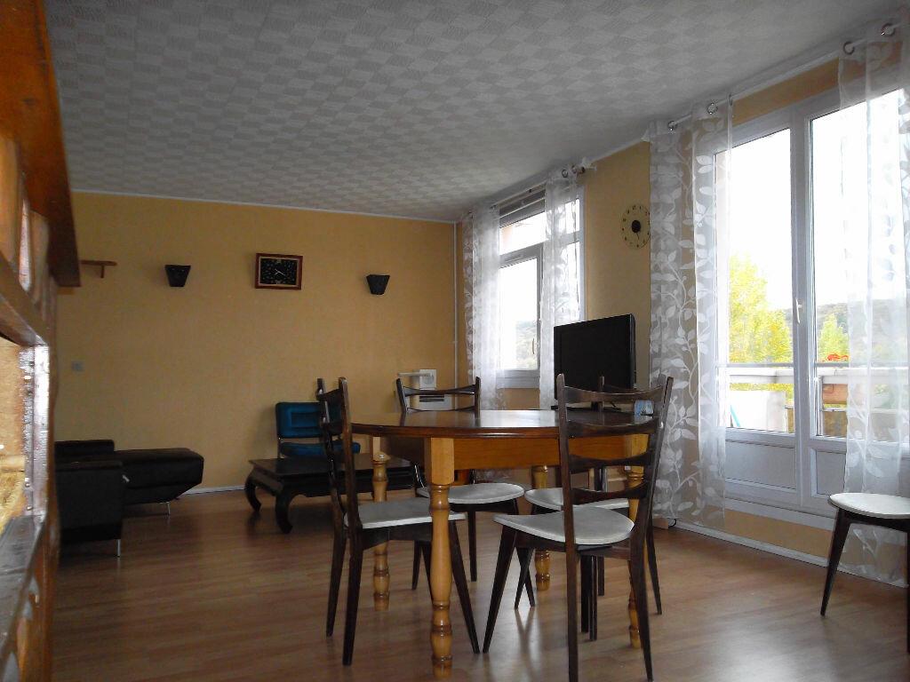Location Appartement 4 pièces à Saint-Aubin-lès-Elbeuf - vignette-1