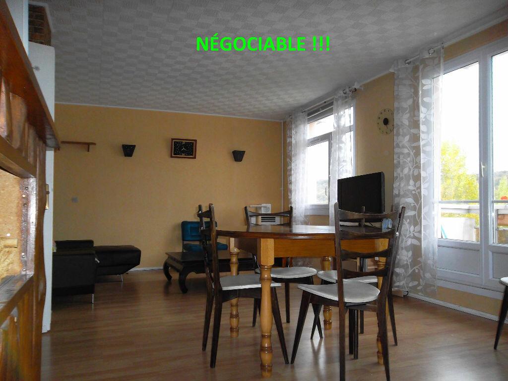 Achat Appartement 4 pièces à Saint-Aubin-lès-Elbeuf - vignette-1
