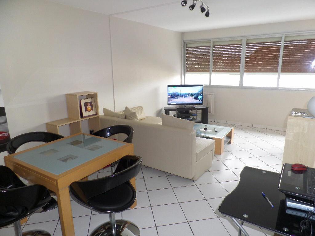 Achat Appartement 3 pièces à Saint-Pierre-lès-Elbeuf - vignette-1