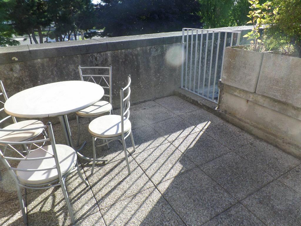 Location Appartement 4 pièces à Bois-Guillaume - vignette-1
